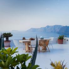 DAY DREAMING 😍 - Bientôt ... Qu'est-ce qui vous fait le plus envie sur cette photo ? Le soleil, la mer, manger en terrasse, tout ça à la fois ? 🔜 - #reve #vacances #bellesemaine