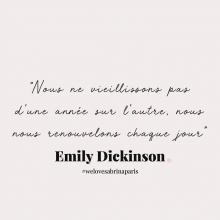 CITATION 💌 - « Nous ne vieillissons pas d'une année sur l'autre, nous nous renouvelons chaque jour » Emily Dickinson.⠀⠀⠀⠀⠀⠀⠀⠀⠀ Comment vous appréhender cette nouvelle année par ici ? ✨ ⠀⠀⠀⠀⠀⠀⠀⠀⠀ Tous les mardis découvrez une citation de femme forte, une citation qui nous inspire, qui nous tire vers le haut, qui nous booste, qui nous fait sourire.⠀⠀⠀⠀⠀⠀⠀⠀⠀ -⠀⠀⠀⠀⠀⠀⠀⠀⠀ #mardicitation #welovesabrinaparis #femmeforte #emilydickinson
